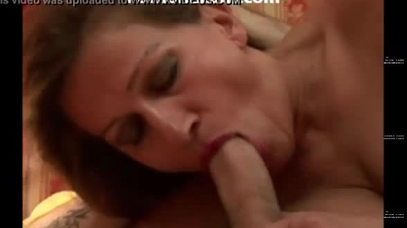 Italian mom in heat fucked by figlo mamma italiana in calore scopata da figlo