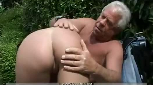 Dad and daughter fuck in the park